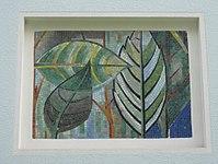 1170 Andergasse 10-12 - Ernest Bevin-Hof Stg 2 - Hauszeichen Salweidenblätter von Adele Stadler 1958 IMG 4793.jpg