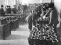 1915. Заливка корпусов снарядов тротилом в снаряжательной мастерской.jpg