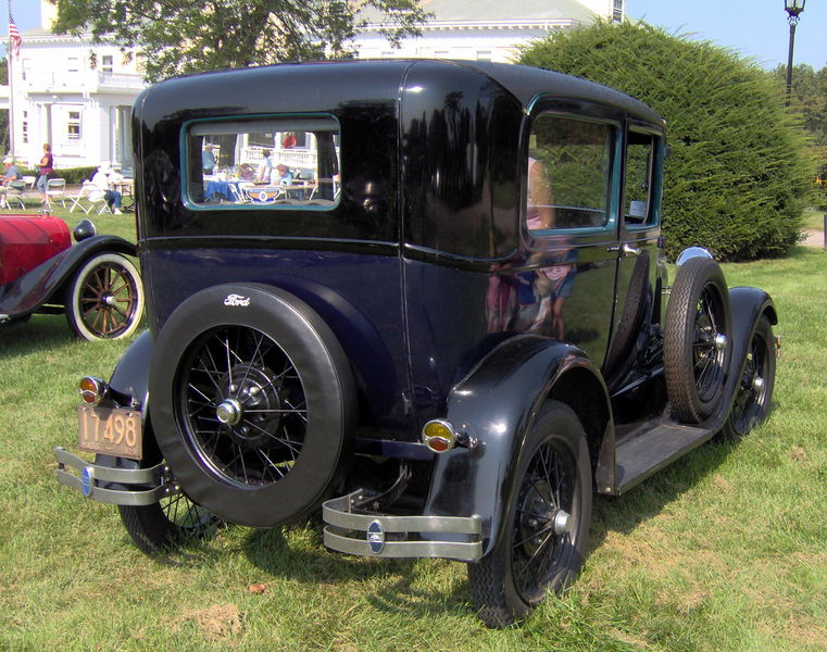 Datei:1929 Ford Model A Fordor rear.JPG