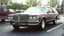 Una Pontiac Grand Safari del 1977