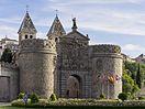 1 Puerta de Bisagra toledo 2014 (cropped).jpg