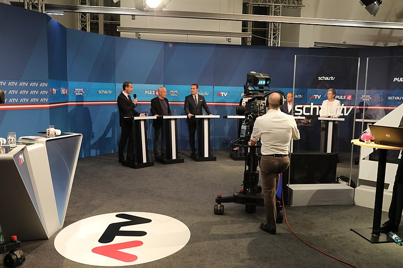 File:2017 Wahltag Bundeskanzler Kern (37716024051).jpg