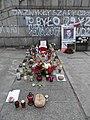 2017 Warszawa Piotr Szczęsny miejsce pamięci z tablicą.jpg