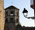 424 Campanar de Sant Pere de Galligants i fragment de la muralla (Girona).JPG