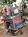 A bubble tea cart in Tan Uyen District, Binh Duong Province, Vietnam.jpg