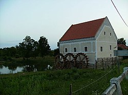 A szécsiszigeti vízimalom - Le moulin à eau de Szécsisziget (Hongrie).jpg