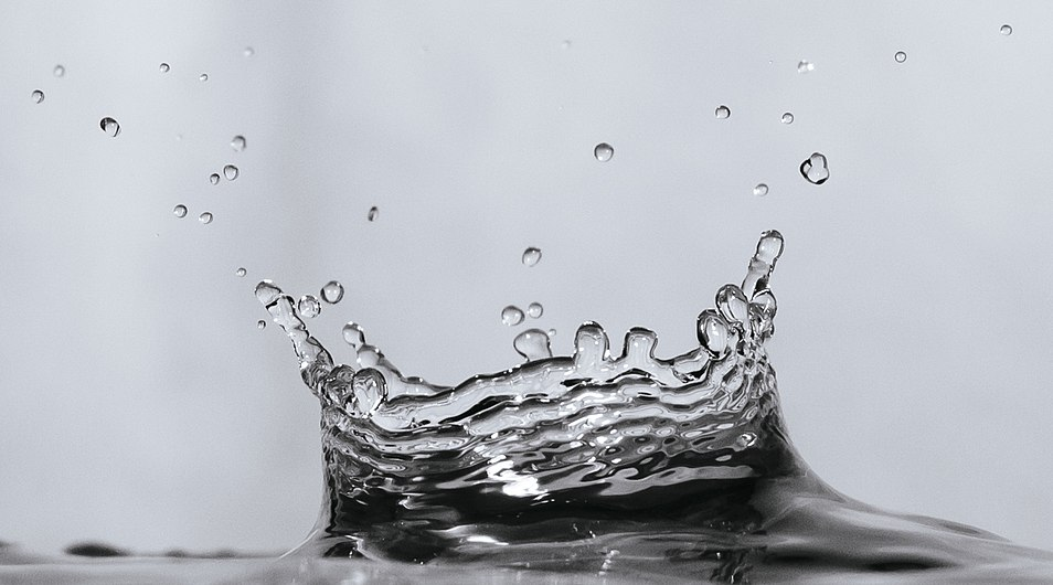 A water droplet collision on a water surface.jpg