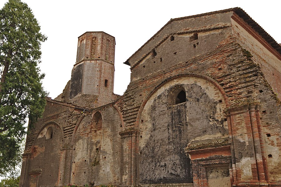 Wall of the destroyed church of the old abbey of Boulbonne (Cintegabelle, France).