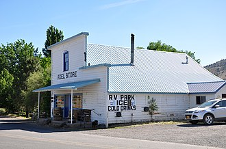 Adel, Oregon - Adel Store, at the north end of Twentymile Road