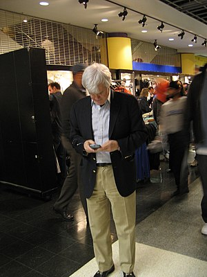 Al Hunt - Al Hunt checking his BlackBerry at the Verizon Center, February 3, 2007