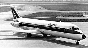 Alitalia DC-9 I-DIKR.jpg