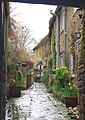 Alleyway in Burford - geograph.org.uk - 1671797.jpg