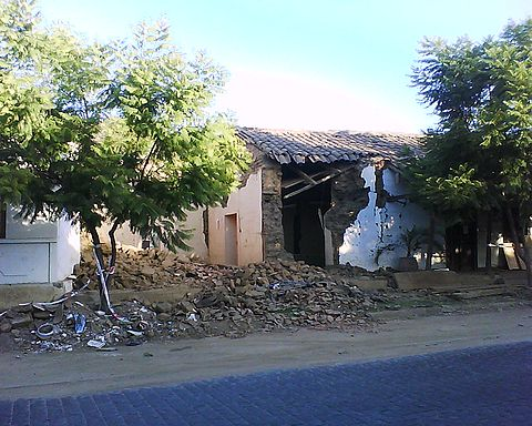 Another destroyed house, a few meters behind the Lolol church. Image: Diego Grez.