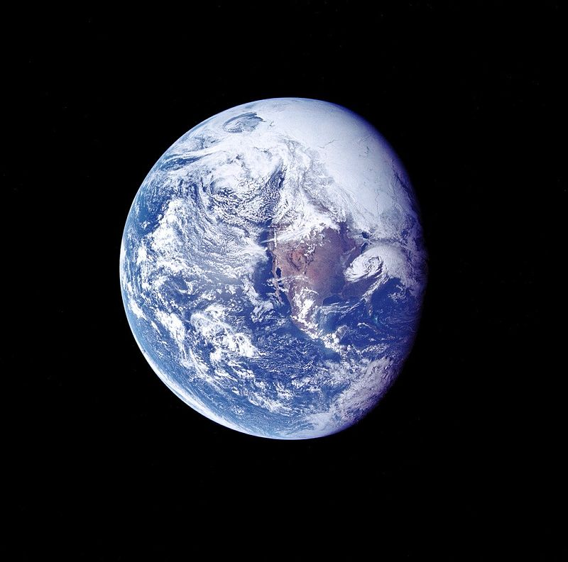 800px-Ap_16_view_of_Earth_during_TLC.jpg