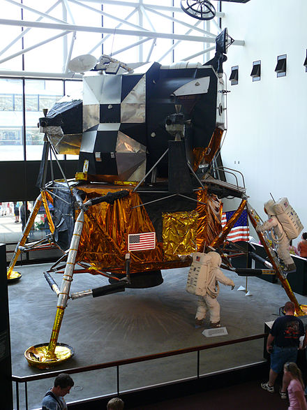 apollo 16 crew national air and space museum - HD2736×3648