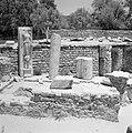 Archeologische site met bouwfragmenten waaronder een beeld van de godin van de o, Bestanddeelnr 255-2573.jpg