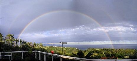Collage di otto immagini di un arcobaleno a Cogoleto (presso Genova)
