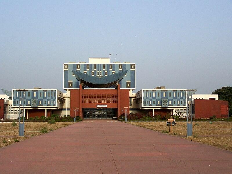 File:BU Université Chekh Anta Diop de Dakar.JPG