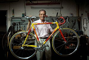 Federico Bahamontes - Bahamontes in his bicycle shop in Toledo in 2005