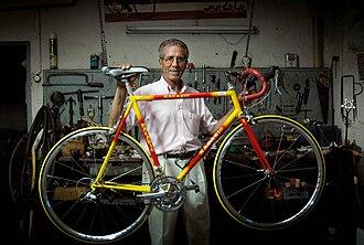 Federico Bahamontes - Bahamontes in his bicycle shop in Toledo in 2005
