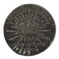 Baksida av kastpenning med bild av kungakrona omgiven av strålar samt text - Skoklosters slott - 99587.tif