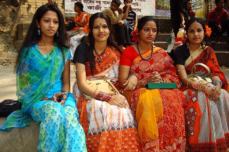 File:Bangladeshi girls celebrating Pohela Falgun festival at DC Hill (01).jpg