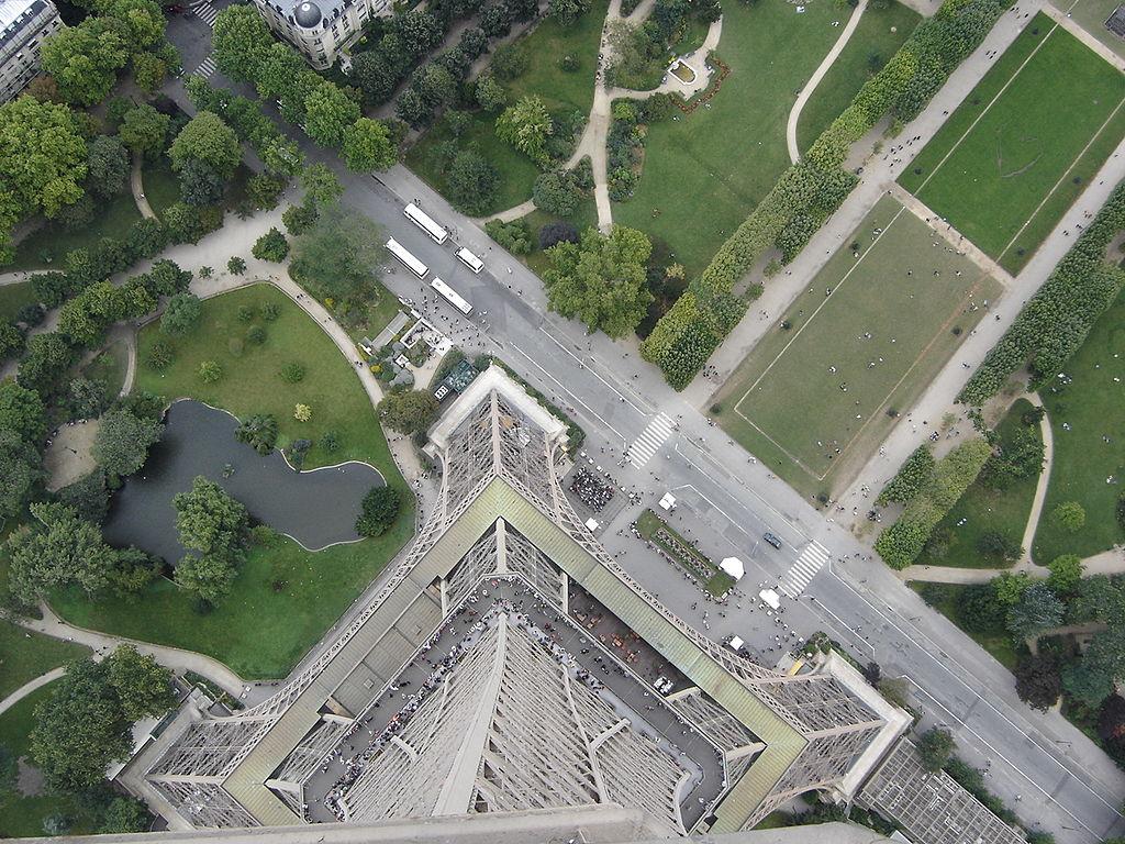 File base tour wikimedia commons - Dimensions de la tour eiffel ...