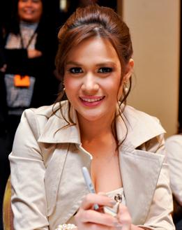 Bea Alonzo by Ronn Tan, April 2010
