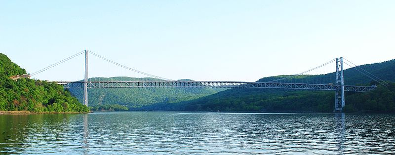 File:Bear Mountain Bridge, NY, looking south from Hudson River crop.JPG
