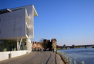 Beluga (restaurant) - Beluga (left) on the bank of the river Maas
