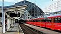Bergen jernbanestasjon - perrongområde utenfor toghallen.jpg