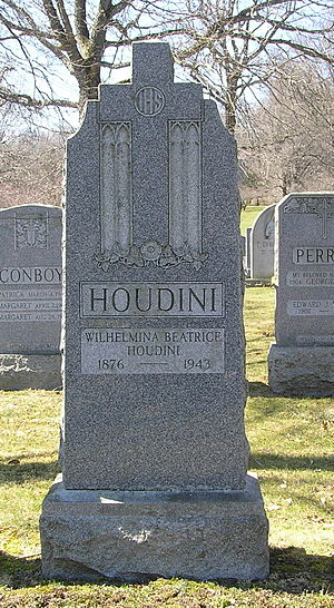 Bess Houdini - Image: Bess H cr