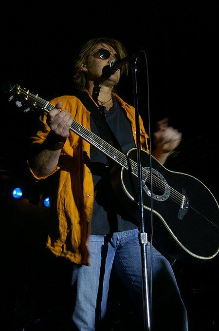 Billy Ray Cyrus singing.jpg
