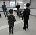 Bimbi che giocano a Sentire il movimento (15466085028).jpg