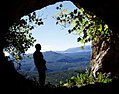 Boca de entrada de la cueva negra desde el interior Lorcha (Alicante).jpg