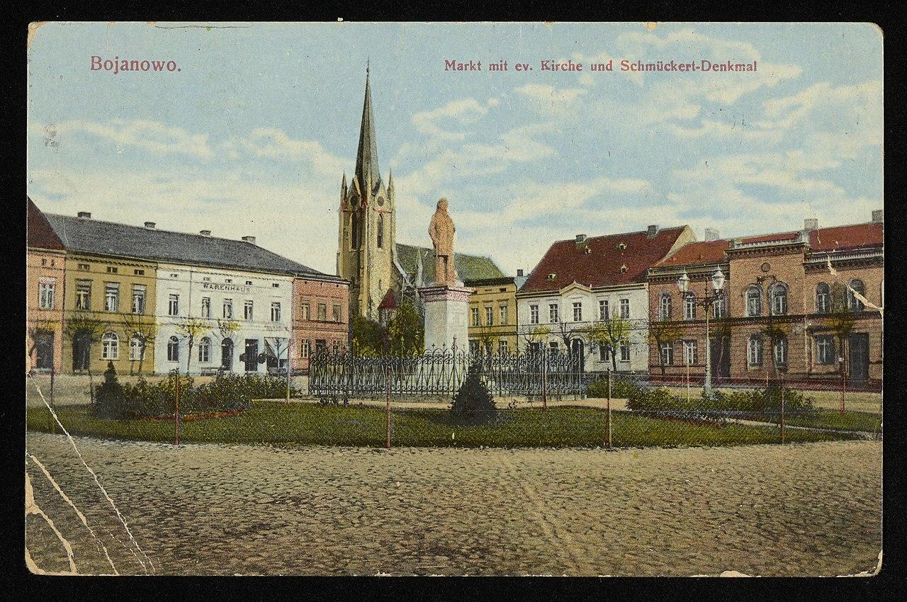 Bojanowo - Markt mit ev. Kirche und Schmuckert-Denkmal. 1916 (68901502).jpg