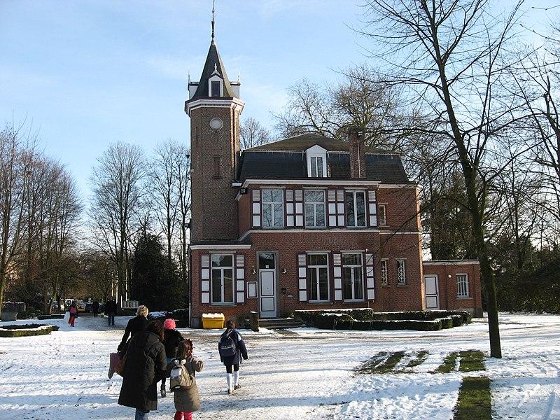 Kasteel Neut en park in Brecht nu gebruikt als gemeentehuis.