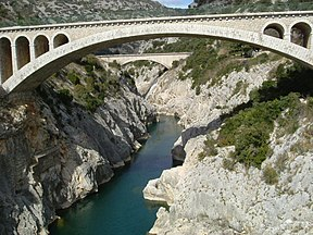 Bridge and aqueduct over Hérault river near Saint-Guilhem-le-Désert, seen from Pont du Diable, Hérault, France - 20050308.jpg