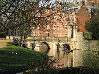 The Theory of Everything (2014 film) - Part of the filming in Cambridge took place at St John's College