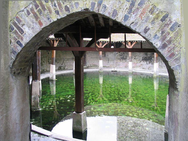 Brienon-sur-Armançon, entrée du lavoir