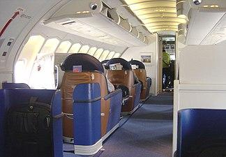 Uma visão do futuro na cabine esticada do convés superior dos 747s posteriores