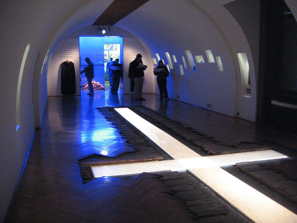 Dans la pièce de la Maison de le Terreur consacrée aux répressions religieuses en Hongrie. Photo de n1207.