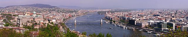 Budapest by https://commons.wikimedia.org/wiki/User:Pasztilla
