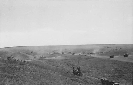 "Vehicles of II SS-Panzer Corps advancing toward Prokhorovka on 11 July Bundesarchiv Bild 101I-022-2924-14, Russland, Unternehmen ""Zitadelle"", Fahrzeuge.jpg"