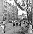 Bundesarchiv Bild 101I-080-3175-36, Russland, Zivilbevölkerung in Stadt.jpg