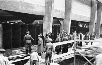 SS Main Economic and Administrative Office - Image: Bundesarchiv Bild 101III Wiegand 013 11, Himmler bei Baustellen Besichtigung