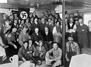 """Bundesarchiv Bild 119-0289, München, Hitler bei Einweihung """"Braunes Haus"""""""