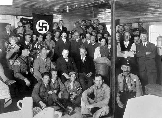 "Hitler with Nazi Party members in December, 1930 Bundesarchiv Bild 119-0289, Munchen, Hitler bei Einweihung ""Braunes Haus"".jpg"