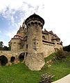 Burg Kreuzenstein mit Burggraben.jpg