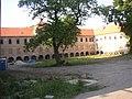 Bustehrad KL CZ chateau courtyard from SW 020.jpg